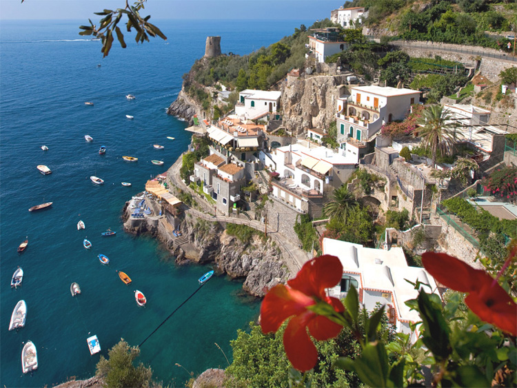 http://www.ondaverde.it/images/home/amalfi-coast-hotels-large.jpg